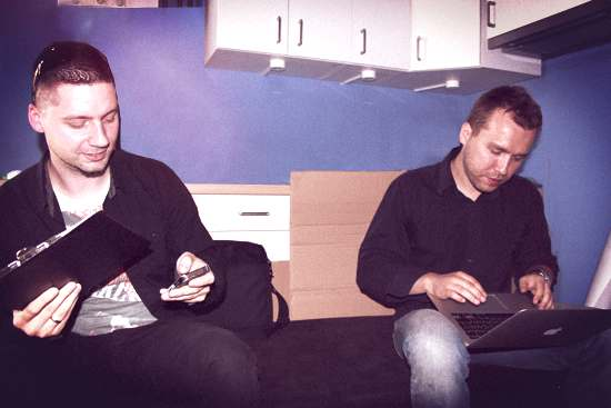 Paweł Ślusarczyk - Centrum Druku 3D i Konrad Sierzputowski - Omni 3D, na chwilę przed rozpoczęciem wywiadu, w świeżo zaadoptowanym pomieszczeniu konferencyjnym