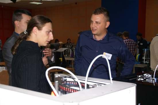 Krzysztof Bzdura (po prawo) DDDBot