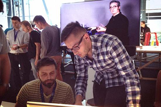 Maciej Patrzałek Solveree (Up!2 Plus) i Piotr Gurga MakerBot Dealer. W tle Bre Pettis.
