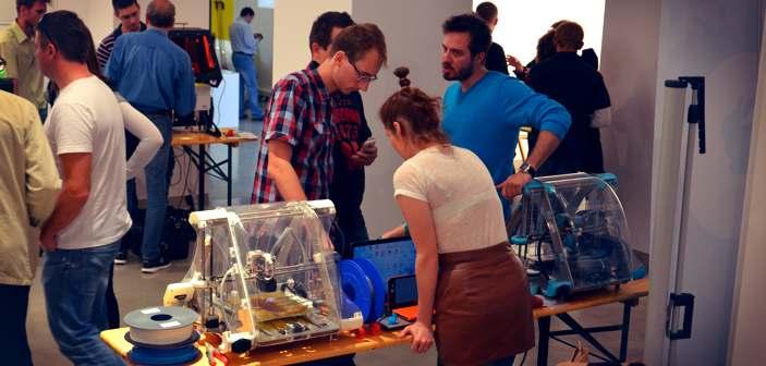 Krzysiek Matusiewicz  (CD3D & Druk 3D w praktyce) przy stoisku Rabbit Form