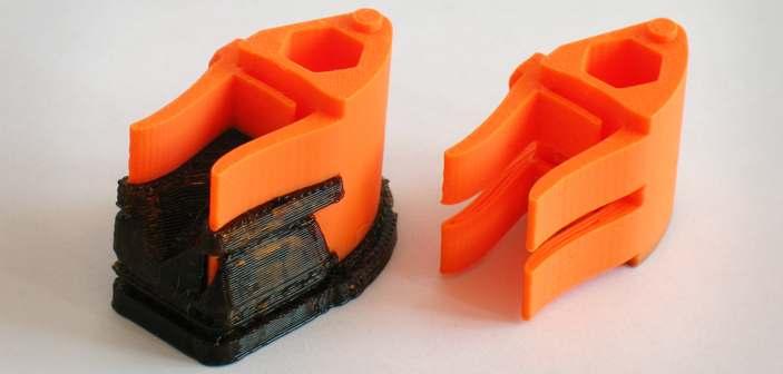 Prototyp hamulca do systemu drzwi przesuwnych, projekt firmy SAZ, po lewej stronie model z widocznym materiałem podporowym, po prawej po rozpuszczeniu podpór.