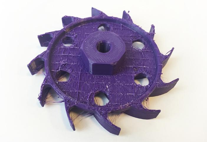 Spód modelu wiatraka, który miał wygenerowany dość problematyczny do usunięcia support