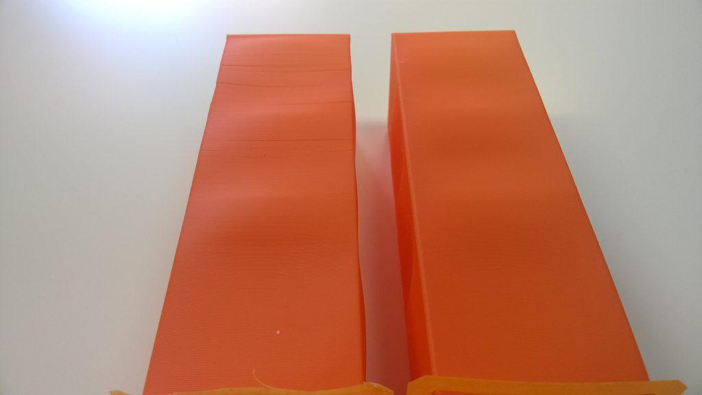 po lewej wydruk bez komory, po prawej z komorą