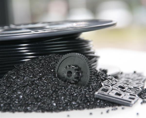 new-desktop-extruder-promises-slash-3d-printing-costs-2